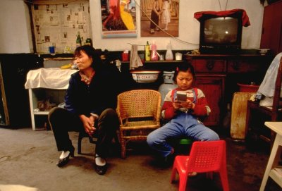 migrant family from south China passes time